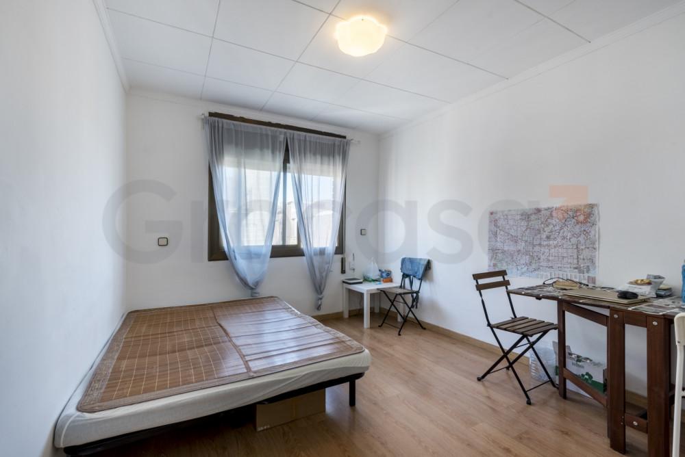 Piso en Collblanc en L'Hospitalet de llobregat en Venta por 120.000€